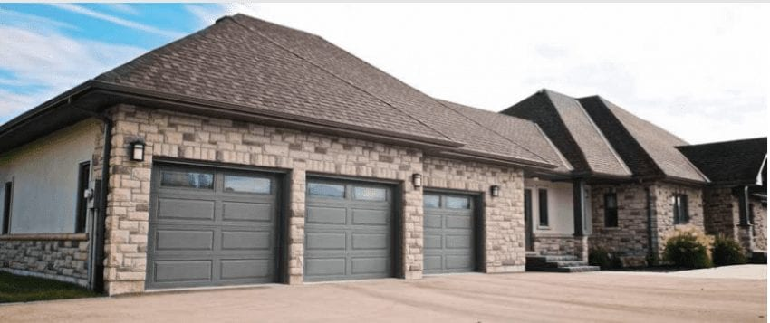 what is the average garage door size?